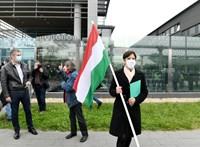 Félig autós, félig gyalogos tüntetés jött össze az MTVA előtt
