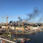 Felrobbant és lángba borult egy csuklós busz Stockholm belvárosában