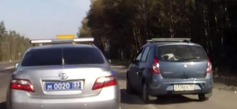 Ezek a rendőrök minden szabályosan közlekedő autós álmát valóra váltották – videó