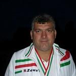 A pálya szélén halt meg egy 44 éves fociedző Baranyában