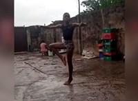Megőrülnek a celebek az esőben balettozó 11 éves nigériai fiúért