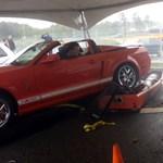 Videó: szétrobbant a fékpad a Shelby GT500 alatt