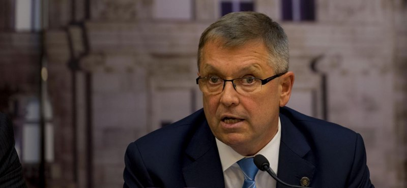 Matolcsy nem akar beengedni két ellenzéki képviselőt a jegybankba