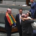 Tapssal és énekkel köszöntötték az ausztrál képviselők a melegházasságok legalizálását – videó